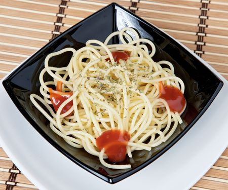 paste with tomato in the black plate photo