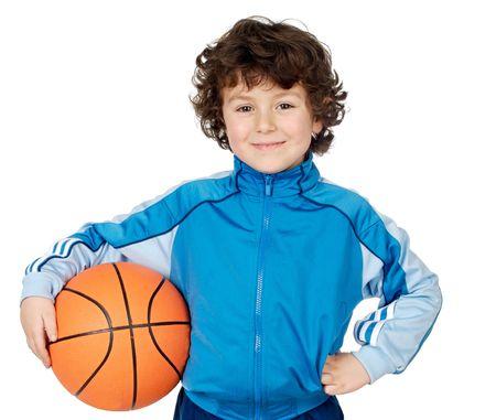 Adorable niño jugando baloncesto a en el fondo blanco  Foto de archivo - 763897