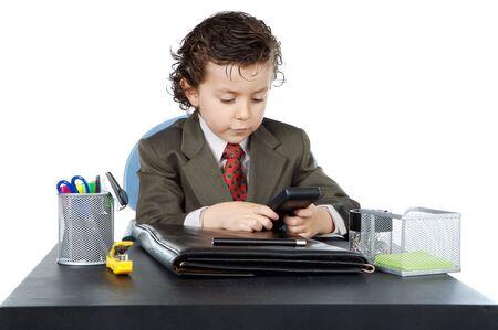 remuneraci�n: hombre de negocios futuro adorable en su fondo del blanco del excedente de la oficina a