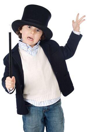 soothsayer: Adorable ni�o vestido con sombrero de ilusionista a en fondo blanco