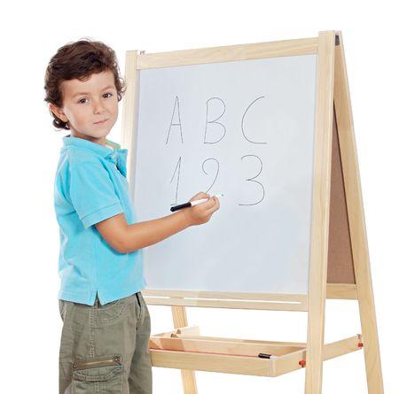 ni�os con l�pices: adorable ni�o estudiante una pizarra predictivo sobre fondo blanco  Foto de archivo