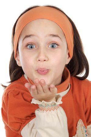 sending: Cute ni�a sopla un beso m�s de fondo blanco
