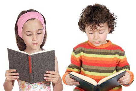 Niños leyendo un libro sobre un fondo blanco  Foto de archivo - 2709521