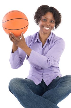 balon baloncesto: mujer con bal�n de baloncesto durante un fondo blanco