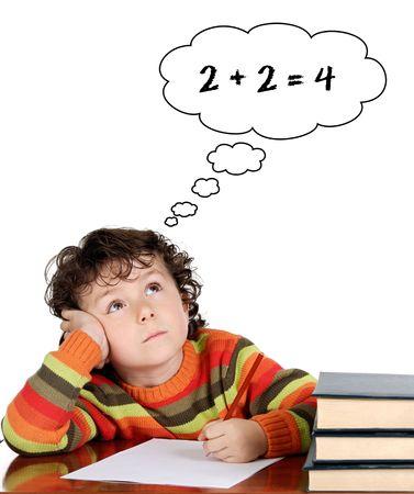 denker: Student primaire leren toe te voegen over een witte achtergrond