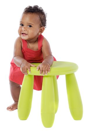 Chubby afrikaanse baby op een over witte achtergrond