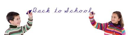 ni�os escribiendo: Dos hijos de regreso a la escuela por escrito en m�s de un fondo blanco Foto de archivo