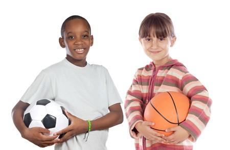 ni�as jugando: Dos adorables ni�os con pelotas m�s sobre un fondo blanco