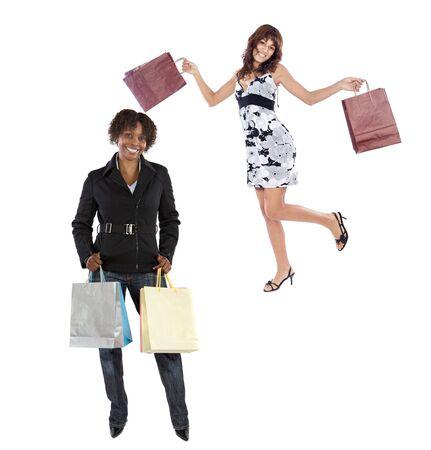 chicas de compras: Dos chicas de compras en m�s de un fondo blanco