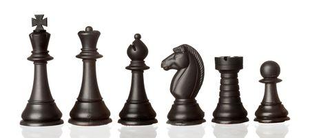tablero de ajedrez: Piezas de ajedrez negro en orden decreciente de aislados sobre fondo blanco Foto de archivo