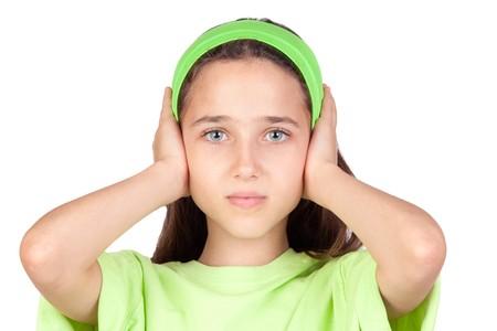 Erschrocken Mädchen mit Ohren, die eingesteckt isoliert auf weißem Hintergrund  Standard-Bild - 7363443