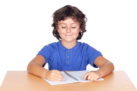Figlio studente studiare isolato su un fondo bianco