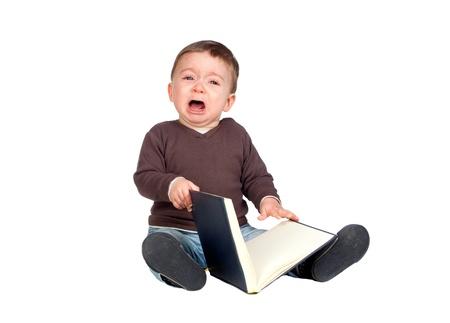 tantrums: Bellissima bambina con un libro piangere isolato su sfondo bianco Archivio Fotografico