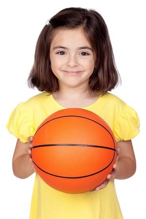 basketball girl: Ni�a Morena con una pelota de baloncesto aislado en un fondo en blanco Foto de archivo