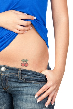 tatouage sexy: Fille montrant son tatouage sur le ventre isol� sur fond blanc Banque d'images