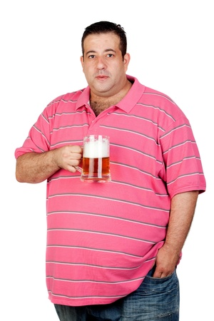 jarra de cerveza: FAT man bebiendo una jarra de cerveza aislada sobre fondo blanco Foto de archivo