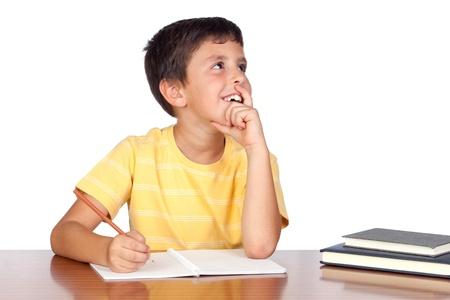 Figlio studente Pensive nella scuola isolato su sfondo bianco
