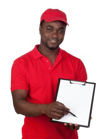 corriere: Courier lavoratore con rosso uniforme isolato su uno sfondo bianco Archivio Fotografico