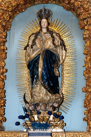 maria: Image of Virgin Mary praying with a golden reflection