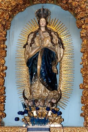 immaculate: Imagen de la Virgen Mar�a orando con un reflejo dorado