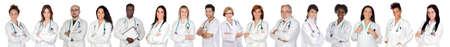 equipe medica: Equipe medica con l'uniforme bianca su uno sfondo bianco