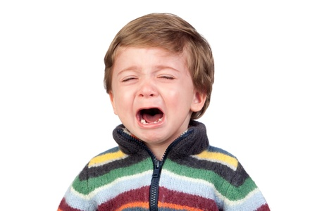 ni�o llorando: Hermoso beb� llorando aisladas sobre fondo blanco Foto de archivo