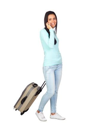 viajero: Chica joven con una maleta del viaje aislado en blanco