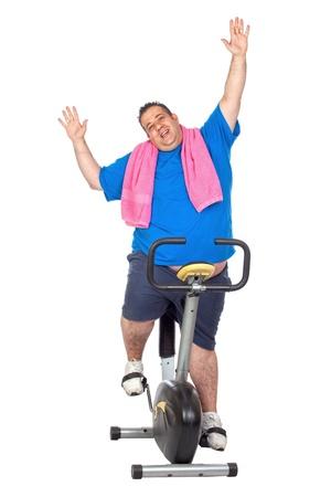 楽観: 白い背景の上の静的な自転車におけるファットマン