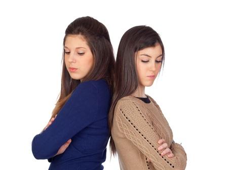 due amici: Due amici arrabbiati per qualche motivo isolato su sfondo bianco