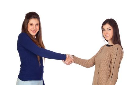 due amici: Due amici si stringono la mano isolato su sfondo bianco