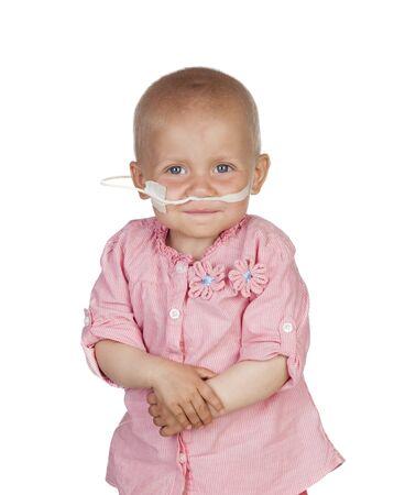 leucemia: Beb? adorable vencer la enfermedad aislado en fondo blanco