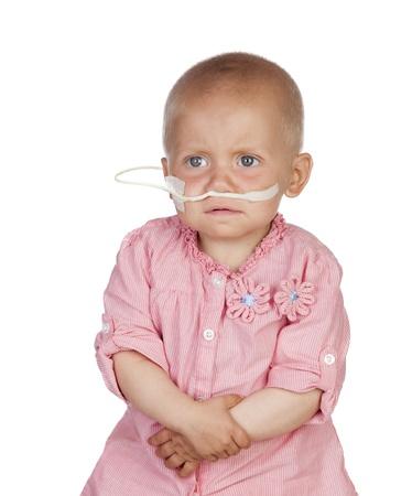 remission: Adorabile bambino battere la malattia isolato su sfondo bianco