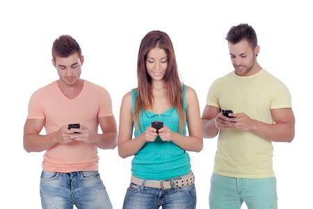 Vrienden met mobiele telefoons op een witte achtergrond