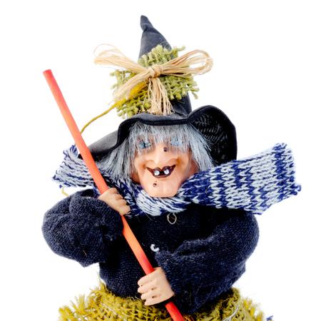 harridan: Malvada bruja con un gran sombrero y una escoba Foto de archivo