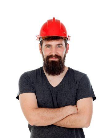 casco rojo: los hombres pensativos con mirada inconformista y un casco de color rojo aisladas sobre fondo blanco