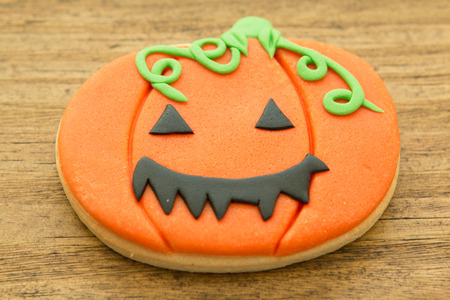 tradition: Cookie Halloween pumpkin-shaped. Sweet tradition