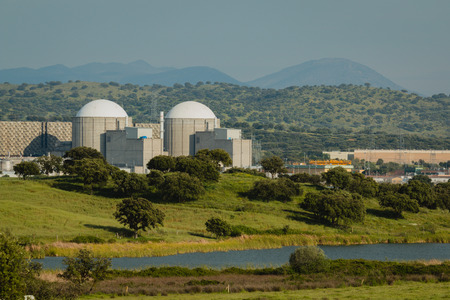 Almaraz nuclear power plant in the center of Spain, surrounded by a green field Archivio Fotografico