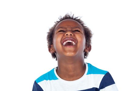 surpris garçon en riant isolé sur un fond blanc