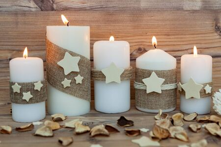 chandelier background: Beautiful Candles in home. Warm christmas decoration
