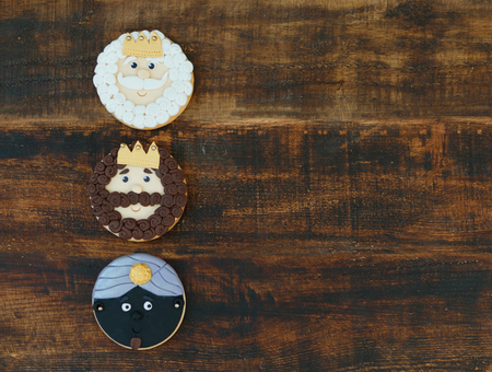 melchor: Funny cookie for Christmas on a wooden background