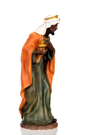 Baltasar, l'un des trois sages. Figure en céramique isolé sur fond blanc Banque d'images