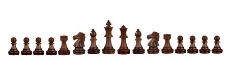 Houten schaakfiguren geïsoleerd op een witte achtergrond