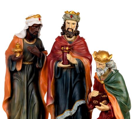 Los tres hombres sabios. Figuras de cerámica aisladas sobre fondo blanco. Foto de archivo