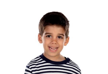 Bel enfant aux yeux noirs isolé sur fond blanc
