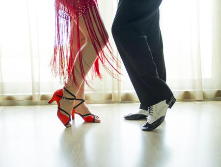 zapatos escolares: Pareja de baile bailar swing Foto de archivo