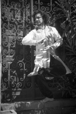 Bollywood dancer man over urban background Standard-Bild - 131775537