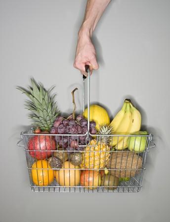 vitamines: Basket of fruits