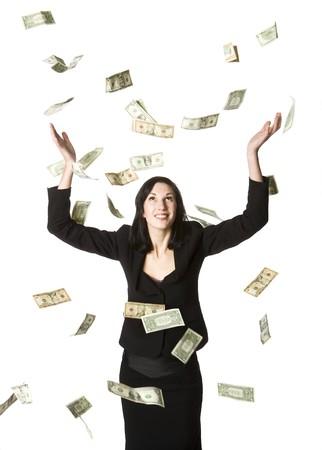 lloviendo: Mujer y un montón de facturas en dólares