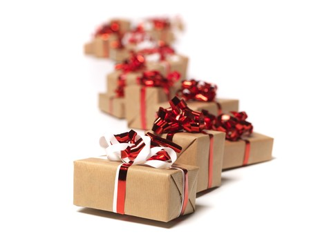 pack string: Christmas gifts in a row