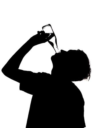 sediento: silueta de un hombre potable